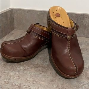 Clark's unstructured Leather sz 7 1/2 Brown Clogs